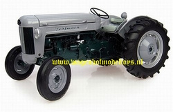 Ferguson 40 Launch Model 1955  UH2985  Universal hobbies Schaal 1:16