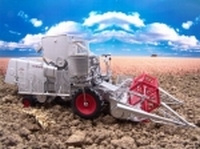 Claas Combine Europe Old style machine Universal Hobbies Scale 1:32