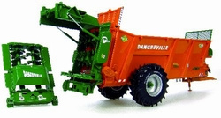 Dangreville EVT 11 fertilizer truck Universal Hobbies Scale 1:32