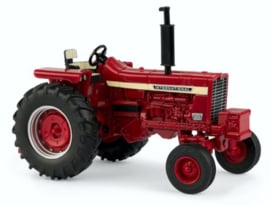 International Harverster 856 tractor 2WD ERTL44130 schaal 1:32