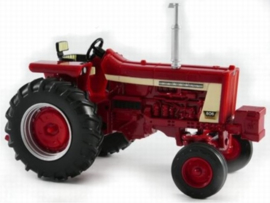 Farmall 806 tractor ERTL 14926 Scale 1:32