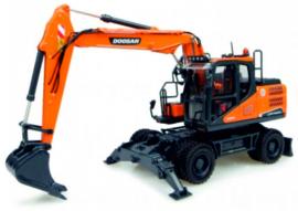 Doosan DX140W mobile crane Universal Hobbies UH8108 Scale 1:50