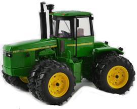 John Deere 8650. National Farm Show trekker 2016 ERTL 16304A Schaal 1:32