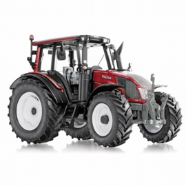 Valtra N143 HT3 tractor.  Wi77326  Wiking. Schaal 1:32