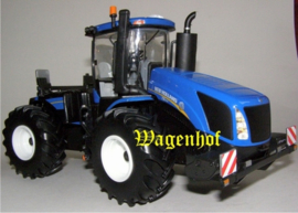 New Holland T9.670 kniktractor Britains Schaal 1:32