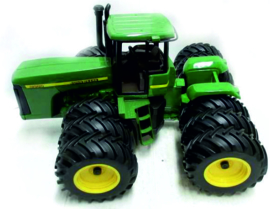 John Deere 9200 with 12 wheels scale 1:16 ERTL15009