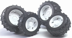 White wheels for 02000 series tractors. Bruder BRU02014 Scale 1:16