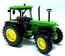 John Deere 3050 2WD tractor BR42902 Britains. Scale 1:32