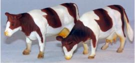2 stuks roodbruine koeien van - Kids Globe - Schaal 1:32