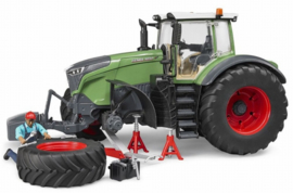Fendt 1050 Vario with garage set. Bruder BRU04041 Scale 1:16