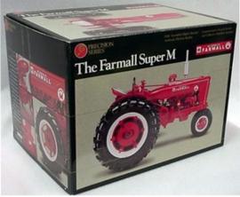 Farmall super M NF No 8 precisie model  ERTL4615 Schaal 1:16