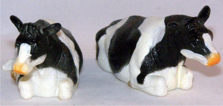 2 black and white lying cows - Kids Globe Scale 1:32
