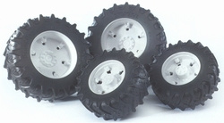 Witte wielen voor trekkers uit de 03000 serie Bruder BRU03301 Schaal 1:16