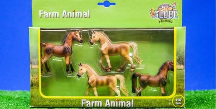 4 paarden in set van Kids Globe KG570013 Schaal 1:32