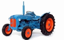 Fordson Dexta from 1958 Bl / Rd. Universal Hobbies Scale 1:16