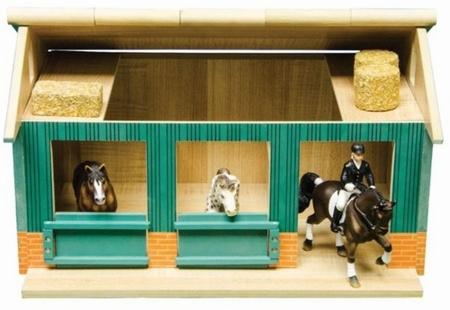 Paardenstal met 2 boxen en berging. KG610002 Kids Globe Schaal 1 : 24
