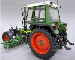 Fendt 360GT equipment carrier with hoe bar Weise Toys Scale 1:32