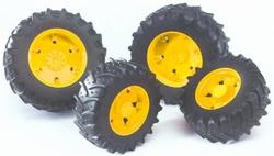 Gele wielen voor trekkers uit de 03000 serie.  Bruder BRU03304 Schaal 1:16