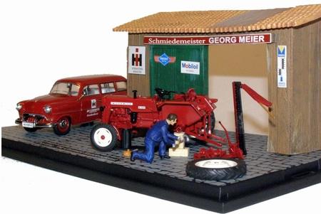 McCormick 326 in werkplaats (Diorama)  Schuco SC03146 Schaal 1:43