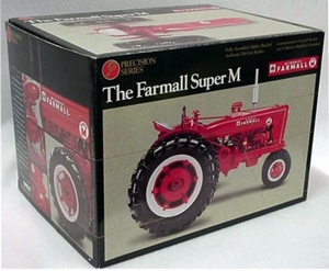 Farmall super M NF No 8 precisie model  ERTL4615 Schaal 1:16