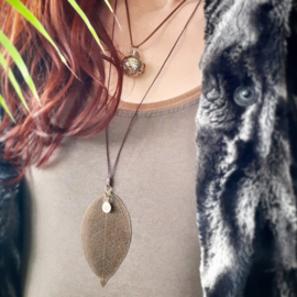 'Leaf it all behind' - Hartenliefs - Handgemaakt - Ketting hanger - Sieraad - Rosegold en Antiek brons - Gedachten - Loslaten - Hartjes - Volg je hart