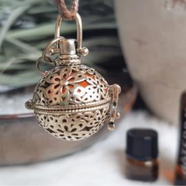 'doTERRA Aromahanger' - diffuser medallion - goud - essentiële olie - gemoedstoestand - rust - liefde -kracht - immuunsysteem - gouden driehoek - edelstenen - liefde - rust - harmonie - bergkristal rozenkwart en amethist - antiek - vintage - spiritueel