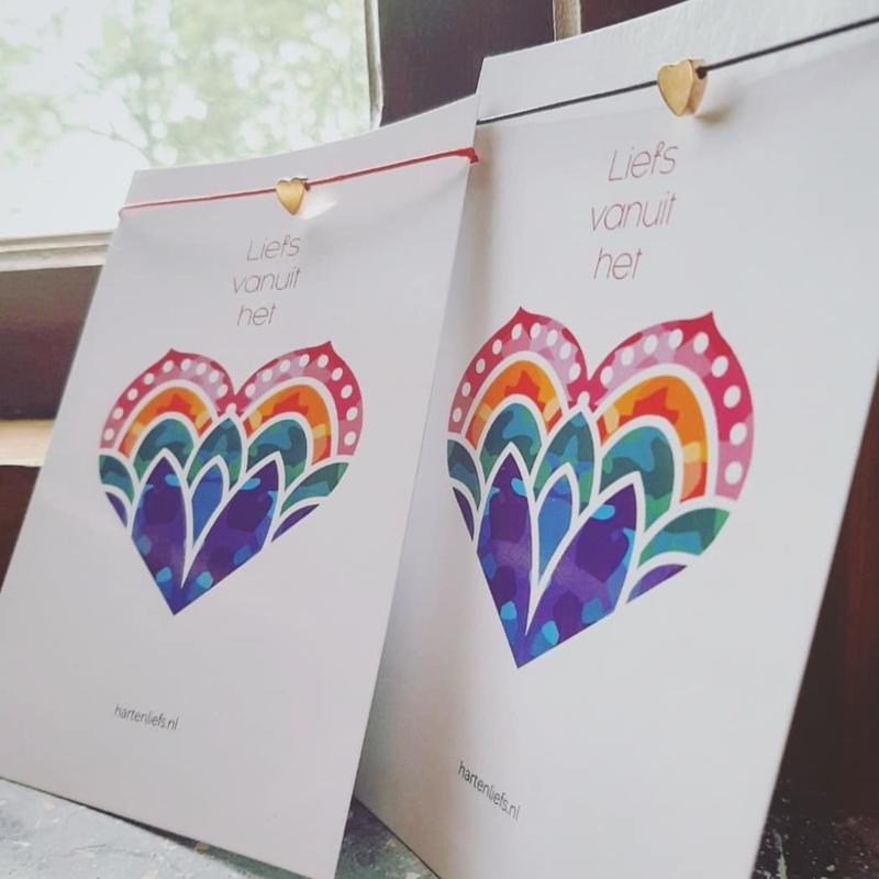 'Doeslief brievenbuspost' - Cadeau - Armbandje op kaart - brievenbuspost - liefde - vriendschap - relatie - geluksmoment - wens