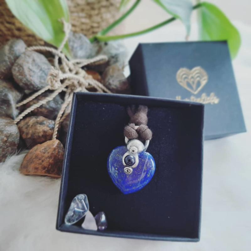 Persoonlijk op maat gemaakte Hartverbinder - KLEIN ZILVER - Hartvorm - edelsteen - volg je hart - dromen - verlangens - manifesteren