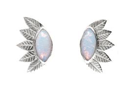 Zilveren blaadjes oorstekers met sterling opaal