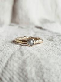 Gouden ring met roosgeslepen diamant