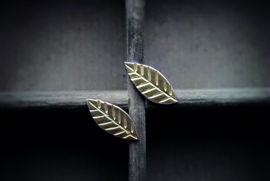 Gold leaves earstuds