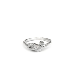 Leaves ring with moissanite