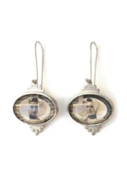 Zilveren oorbellen met klederdracht