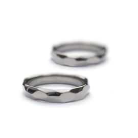 Witgouden vlakken ring