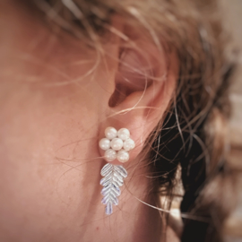 Silver leaves with pearl earstuds