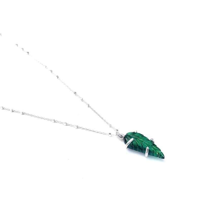 Groen blaadje aan ketting