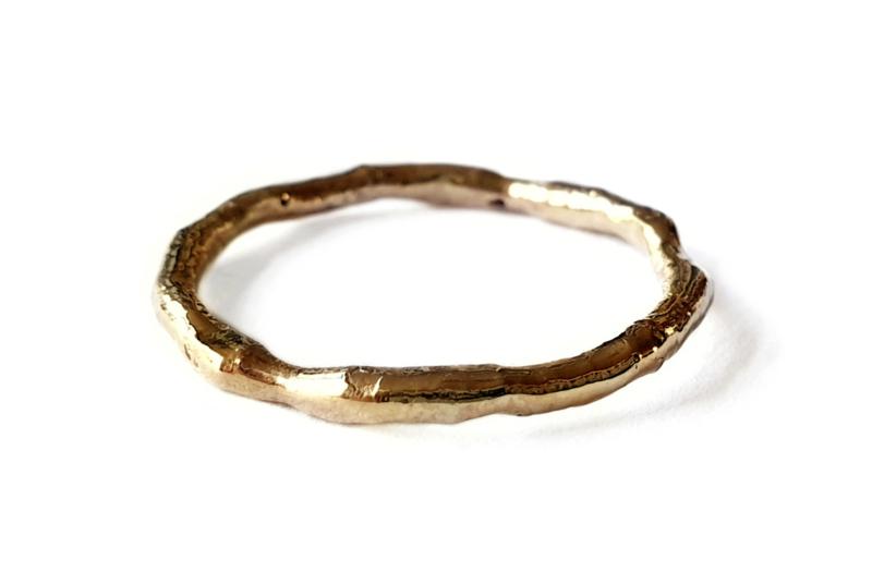 Vloeiende gouden ring