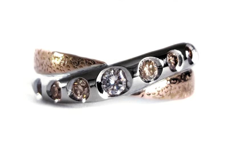 Verlovingsring witgoud en roodgoud met diamanten
