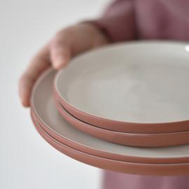 B-KEUS | Bord Ø 26 cm | terracotta