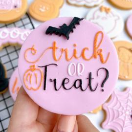 Halloween - Trick or treat ?