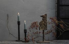 Oud houten Ornament op statief