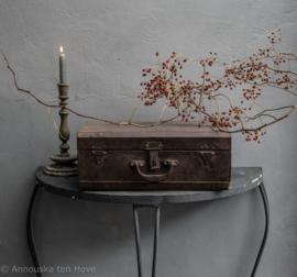 Oude metalen ijzeren koffer
