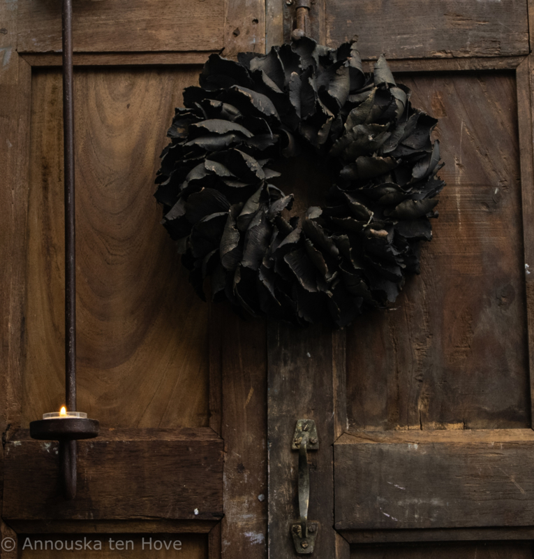 Krans Black palm petal 25cm