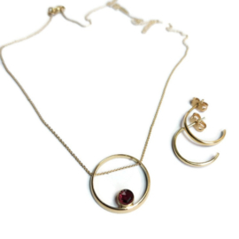 Hanger en oorbellen van oude trouwring