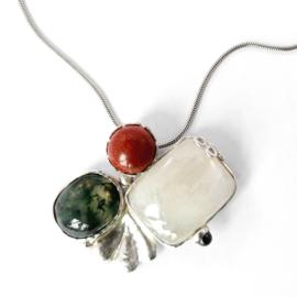 Hanger/broche met maansteen, mosagaath en goudsteen