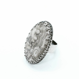 Zilveren ring met crazy lace agaath