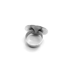 Ring met bladnerf-textuur