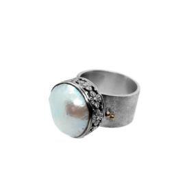 Zilveren ring met grote parel