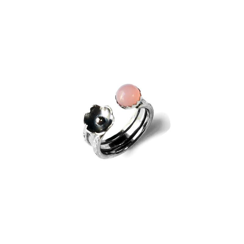 Ring met roze opaal