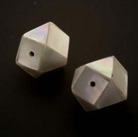 schelp kraal inleg handgemaakt facet 10x10mm p/6